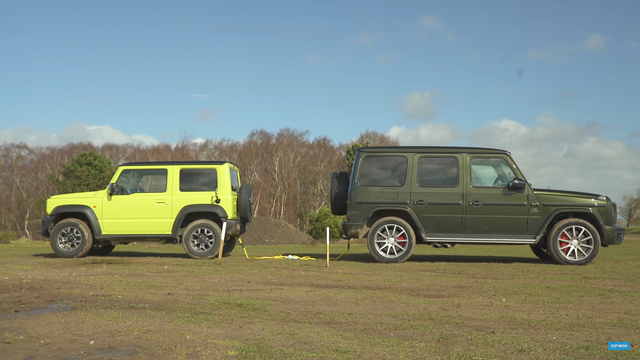 Suzuki Jimny vs Mercedes-benz G-wagen. Kaader: Youtube