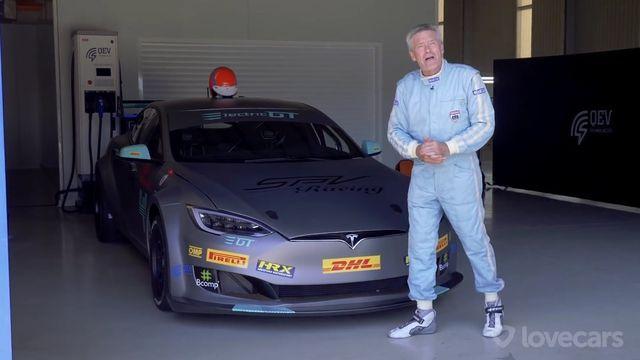 Tesla elektriline võidusõiduauto ja Tiff Needell. Kaader: Youtube