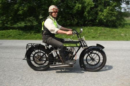 Võidusõidu vanim mootorratas Royal Enfield. Foto: Tarmo Riisenberg