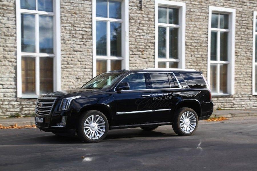 Cadillac Escalade on suur, uhke ja võimas, kuid komistab seal, kus üle 100000 euro maksev auto ei tohiks.